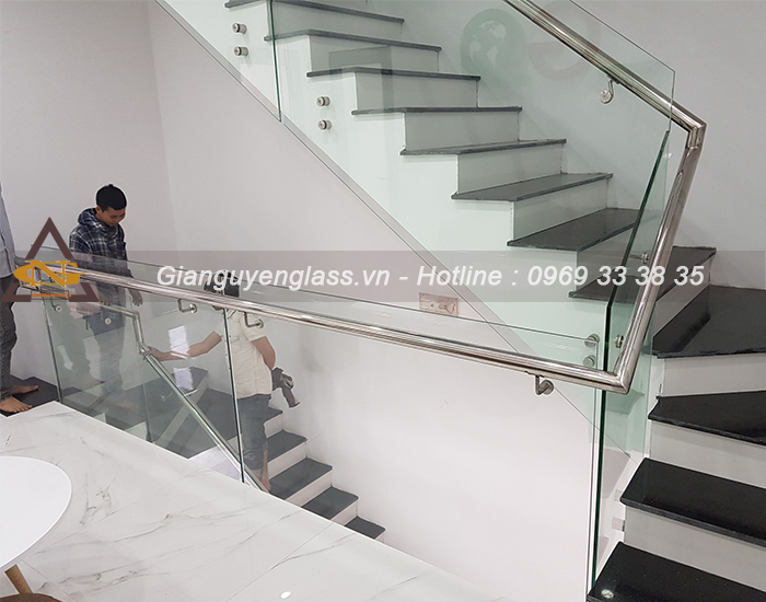 cau-thang-kinh-tay-vin-inox-5