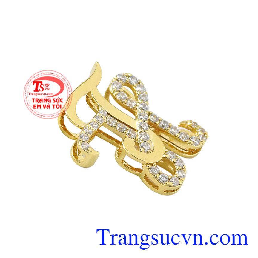 Mặt dây chữ TH vàng tây được thiết kế theo công nghệ hiện đại mang đến sản phẩm tinh tế.
